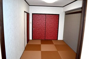 アクセントクロスと琉球畳がかっこいいマンションリフォーム施工例