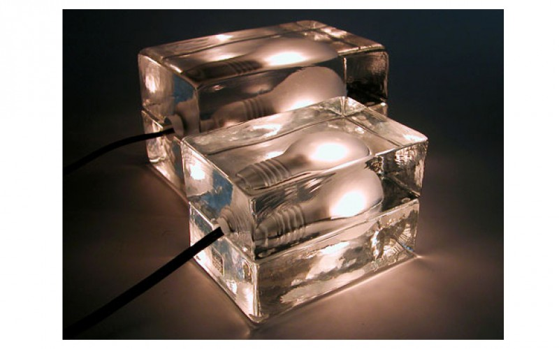 電球なのに涼しげ。お洒落なインテリア情報を発信。