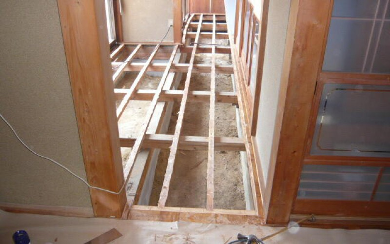 廊下広縁の床の張替工事です。今回は無垢にこだわりました。その2