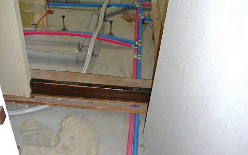 浜松市中区幸のマンションリフォーム工事。給水給湯排水管をすべて取替えました。
