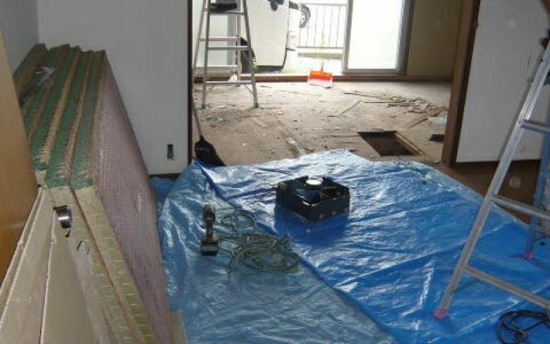 入居率UP。内装工事専門店のアパートの改修・リフォーム工事スタートです。