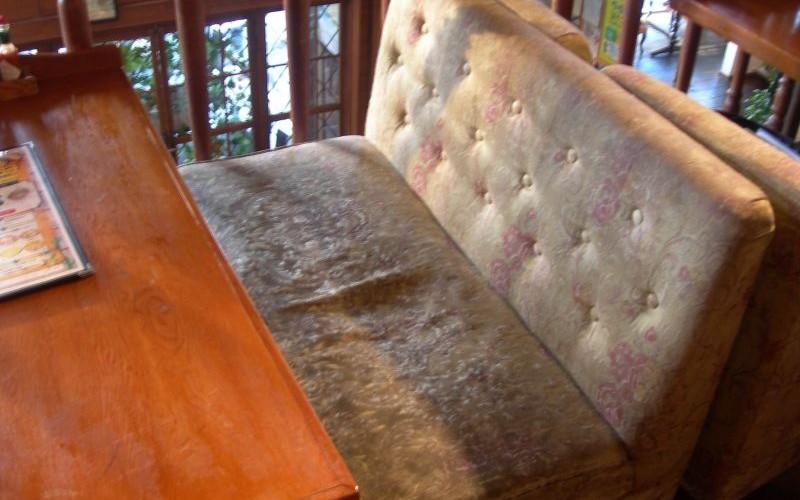 浜松市中区のお店のソファ・椅子の張り替えの依頼がありました。