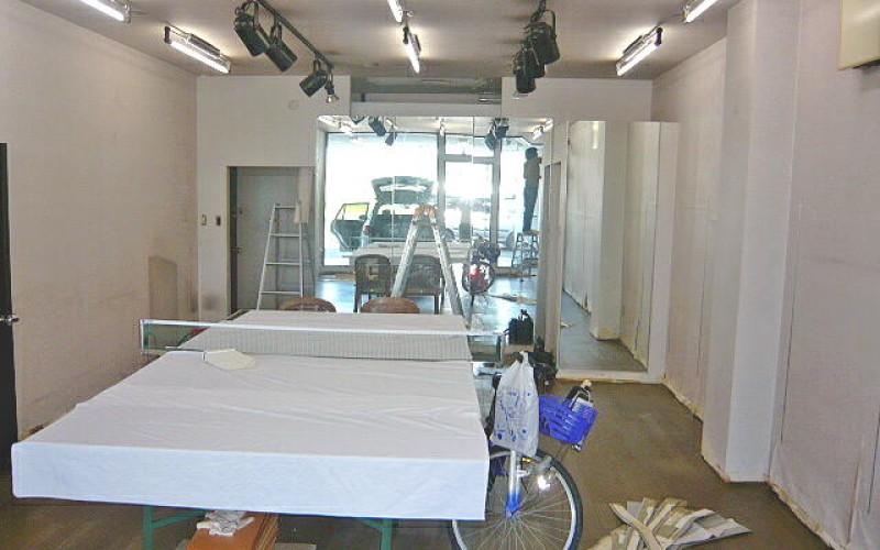 友人の事務所の内装工事、クロス貼替と壁一部補修工事です。
