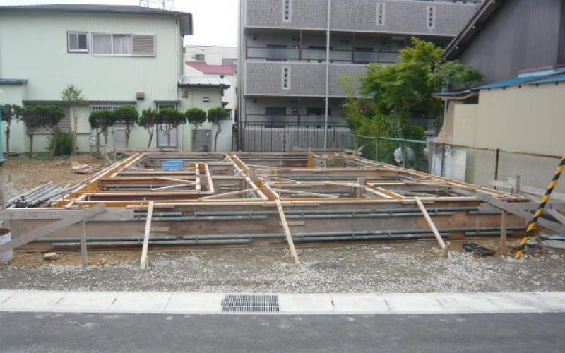 基礎の型枠が組みあがってきました。いよいよですね。浜松で家を建てるならを考えて。