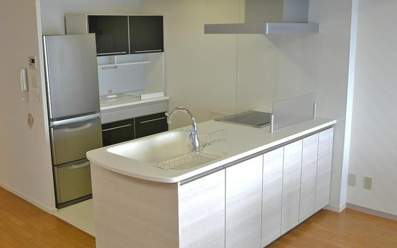トクラスベリーのキッチンで開放感あふれるオープンプランの施工事例です。