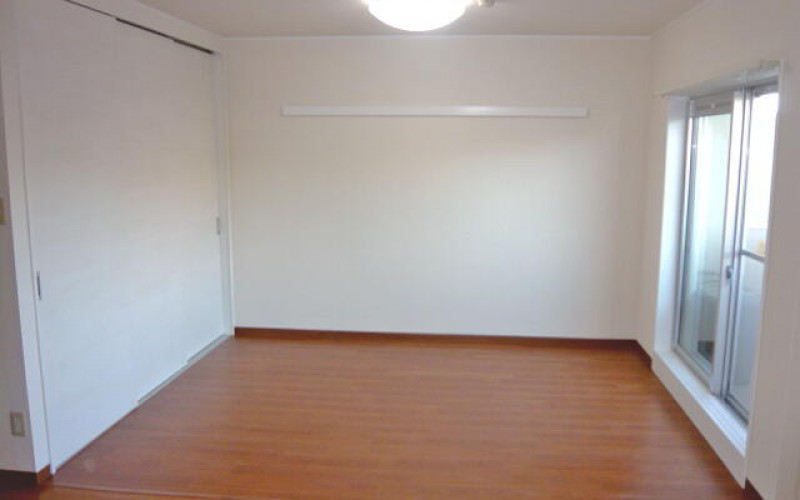 マンション購入に伴う間仕切壁を撤去して広いリビングへのマンションリフォーム施工事例