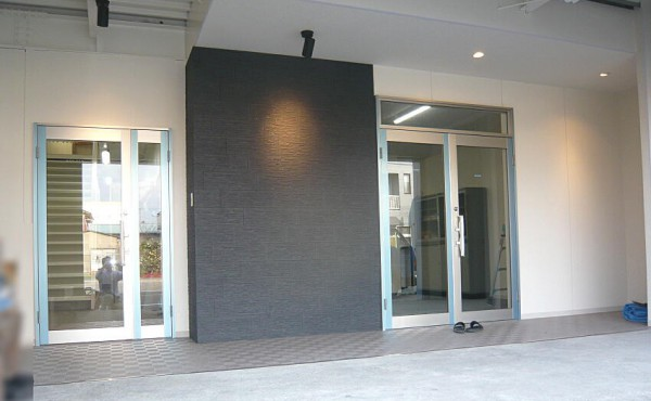 企業のブランドイメージUPのための改修工事 内装リフォーム工事施工事例のサムネイル
