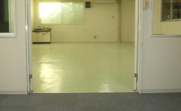 オフィスの天井、壁、床をきれいにリフォームの巻のサムネイル