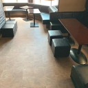コロナ禍の緊急事態宣言の間にお店の床の貼替をさせていただきました。