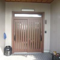 玄関ドア、玄関の引き違いのサッシの取替リフォーム施工事例