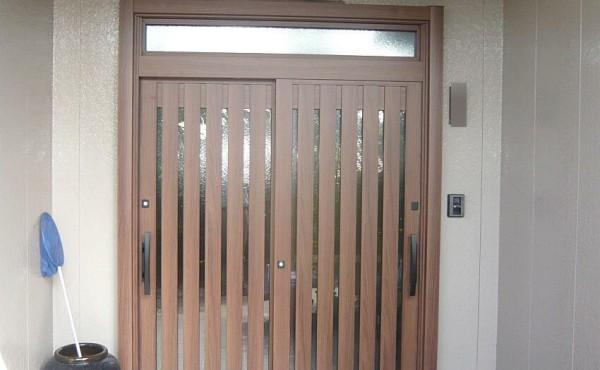 玄関ドア、玄関の引き違いのサッシの取替リフォーム施工事例のサムネイル