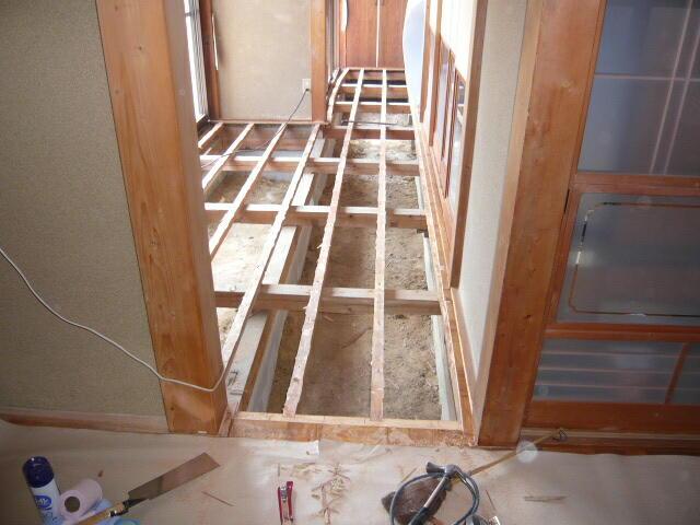 廊下広縁の床の張替工事です。今回は無垢にこだわりました。浜松市東区
