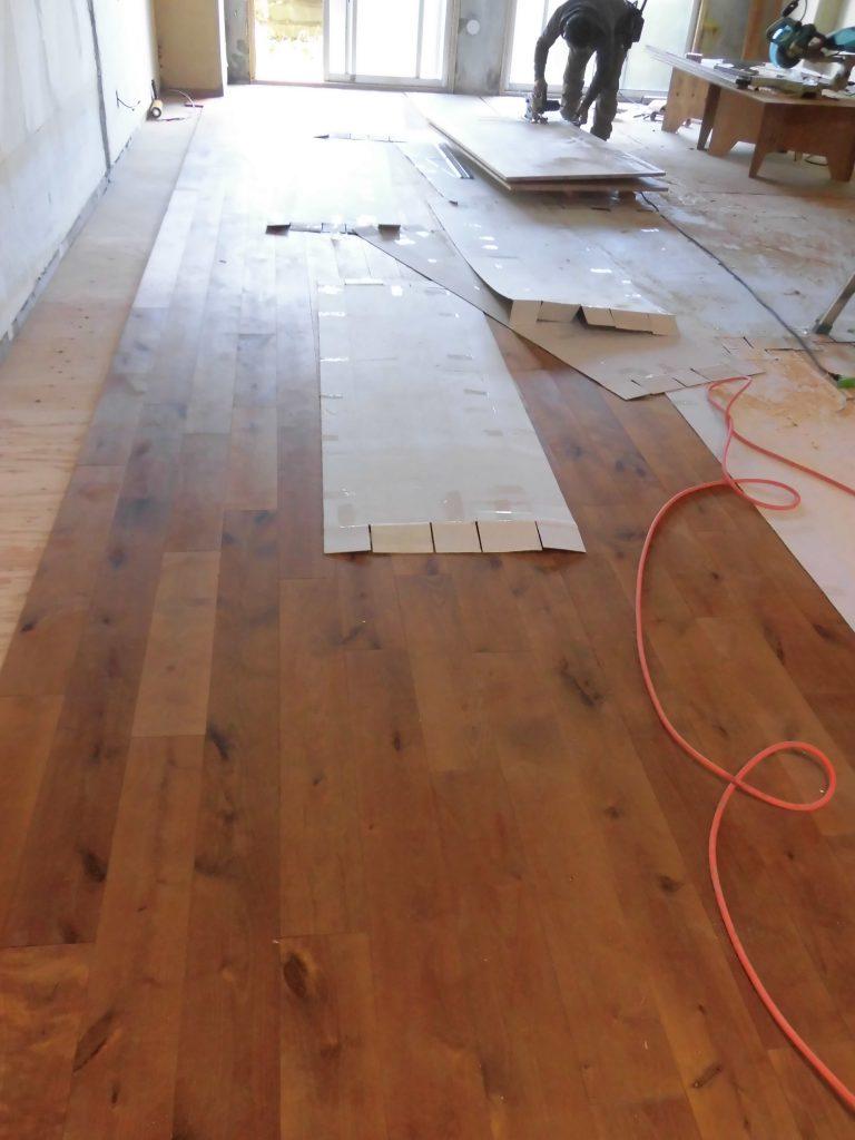 無垢板のフローリング