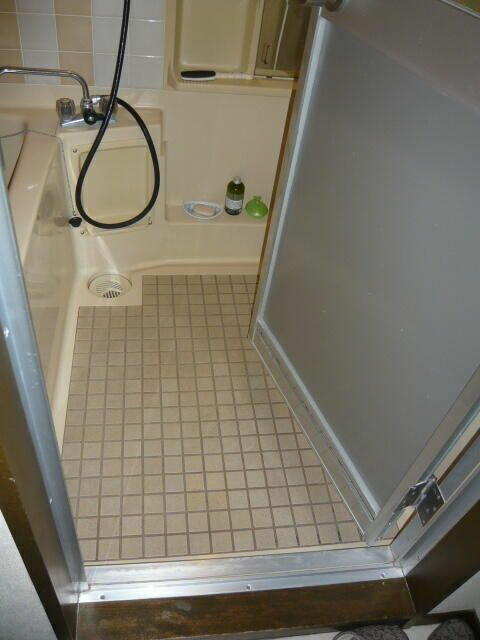 浴室の床が冷たくて困っている!